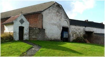 Ferme de Bourgogne et chapelle.jpg
