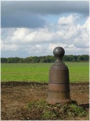 La borne géodésique du point le plus haut du Hainaut.jpg